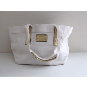 • MK WHITE CANVAS TOTE GOLD ACCENTS •